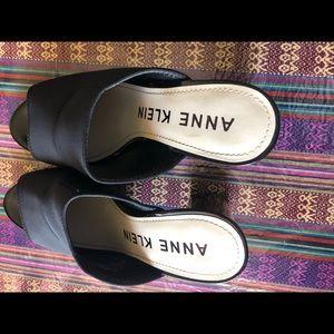 Beautiful black sandal Anne klein